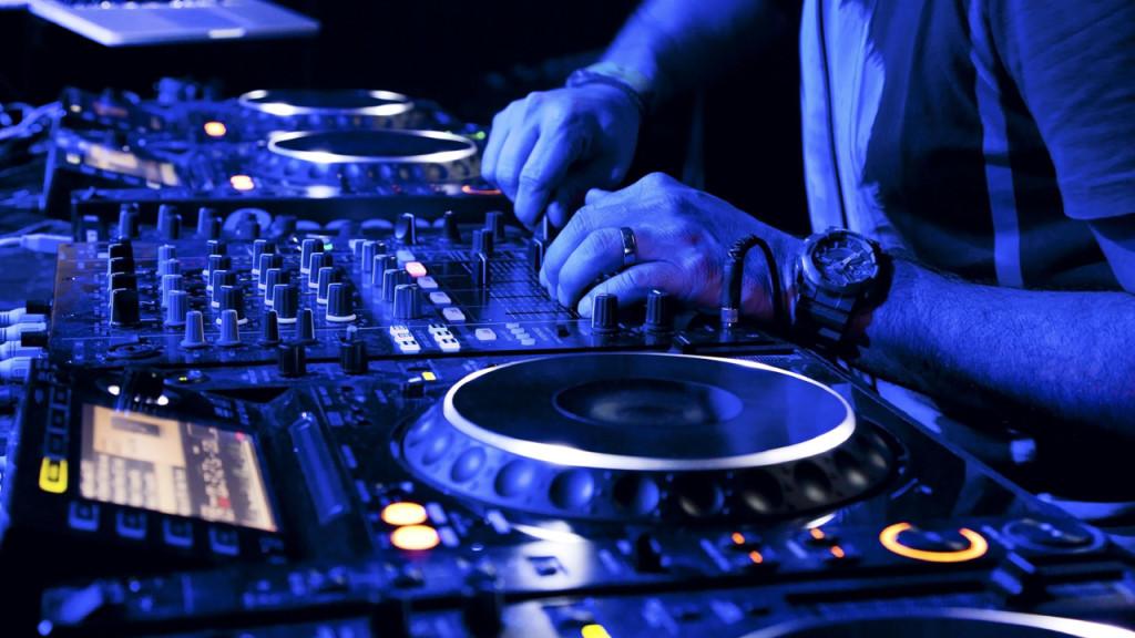 Come deve essere un buon DJ per una Serata \ Aperitivo in un Bar o Locale